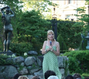 Diane addressing the crowd at Pocantico. Image Credits: Wenting Sun